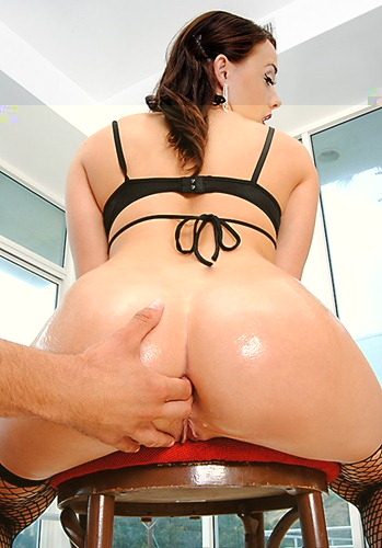 chanel-preston-gets-her-ass-ready-for-a-deep-fuck